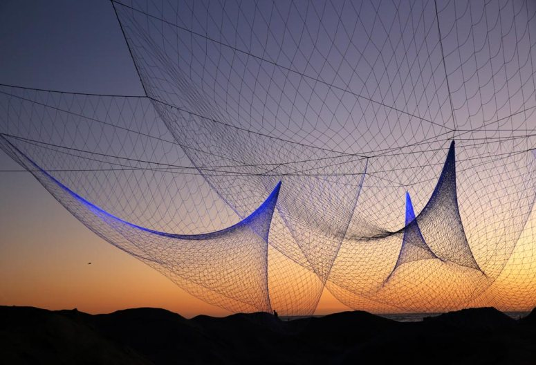 """""""The Space Between Us"""" Sculpture at the GLOW 2013 art festival on Santa Monica beach by Janet Echelman"""