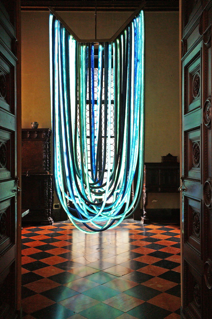 Blue Chandelier designed and realized by Nacho Carbonell for Vionnet