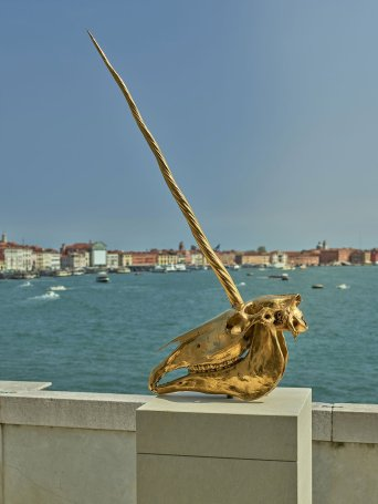 s4_treasures_from_the_wreck_of_the_unbelievable_damien_hirst_exhibition_view_palazzo_grassi_yatzer